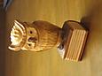 菩提樹の木彫りのフクロウ